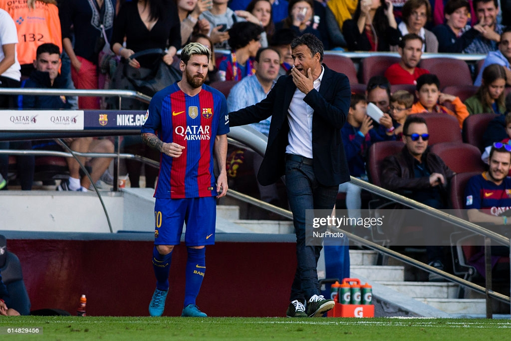 Messi waiting on the sidelines.