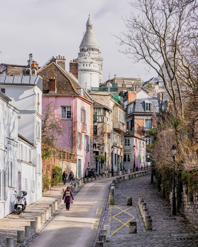 <b>Rue de l'Abreuvoir </b>-<b> </b>one of the prettiest streets in Paris. It's also where you can find the famous <b>Maison Rose</b> restaurant!<i>Photo by Jeff Frenette on Unsplash</i>